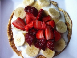 sweet omlette topped with yogurt and fruit