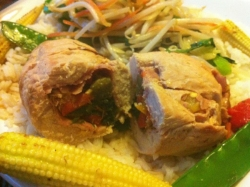 turkey roll with spinach and peppers